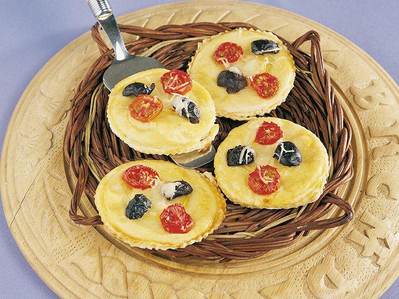 Patatesli Ve Zeytinli Küçük Pideler