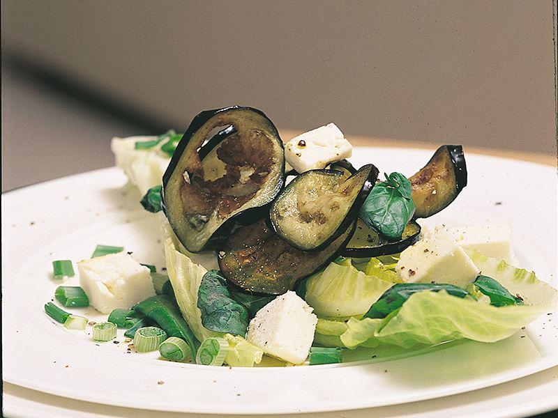 Patlıcanlı Ve Beyazpeynirli Marul Salatası