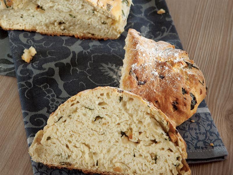 Pazılı Ve Çam Fıstıklı Ekmek