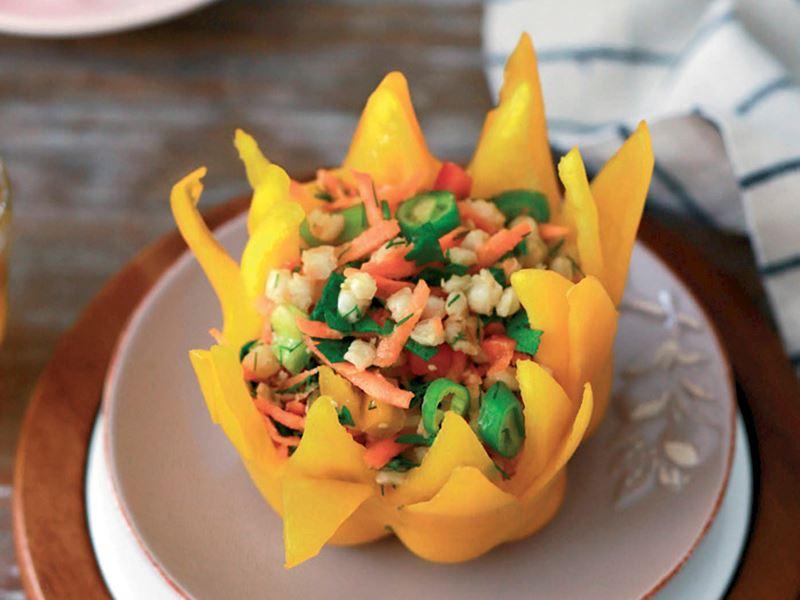 Renkli biberli buğday salatası