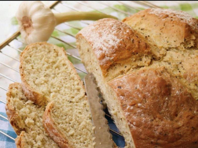 Sarımsaklı ve kekikli ekmek