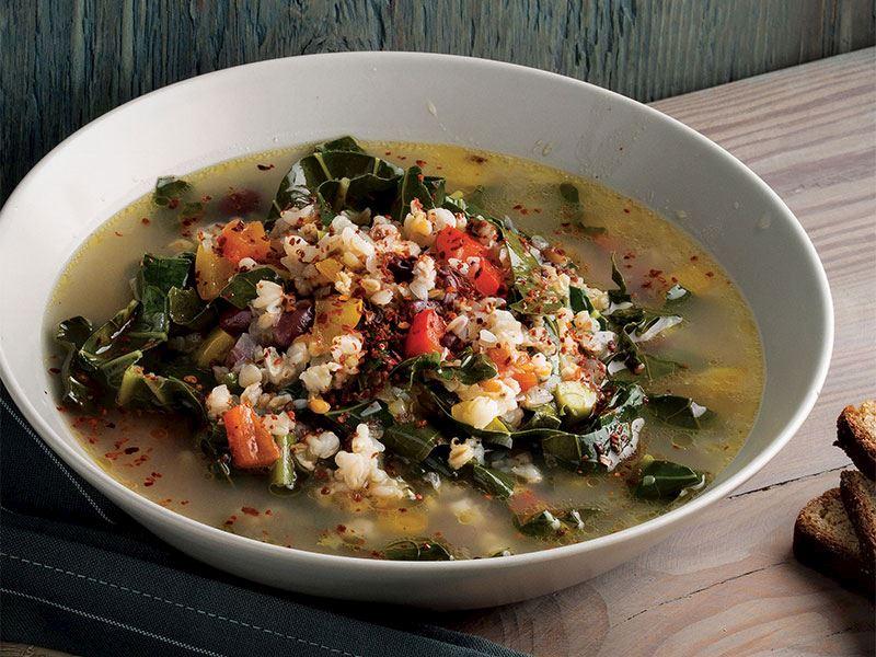 Sebzeli bol besleyici bakliyat çorbası
