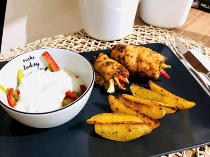 Sebzeli tavuk sarma ve kajun baharatlı fırın patates