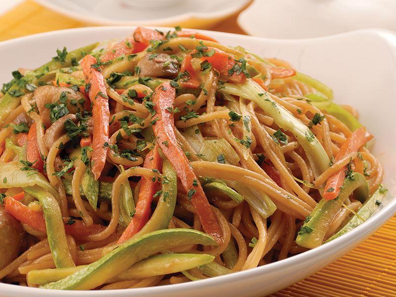 Sebzeli Çin Makarnası