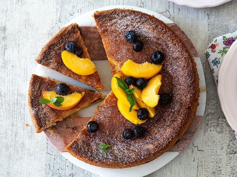 Şeftalili ve yaban mersinli kek