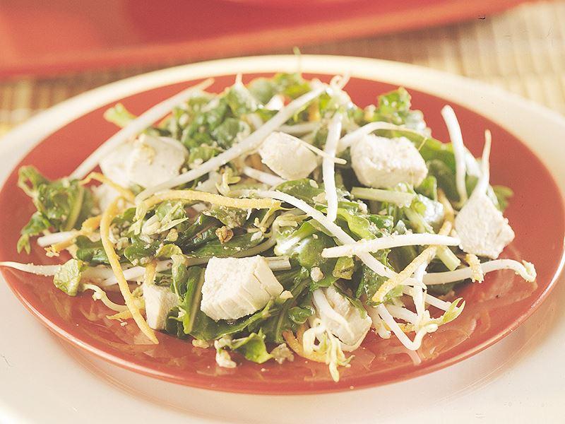 Soya Filizli Ve Tavuklu Roka Salatası