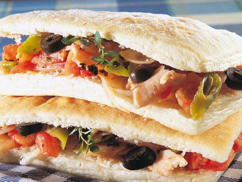 Tavuklu Ve Soslu Sandviç