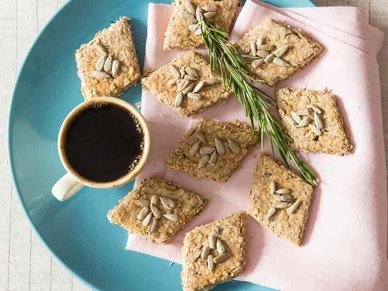 Taze otlu yulaflı bisküvi