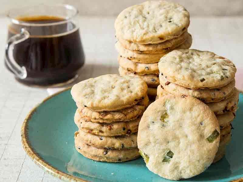 Taze soğanlı bisküvi