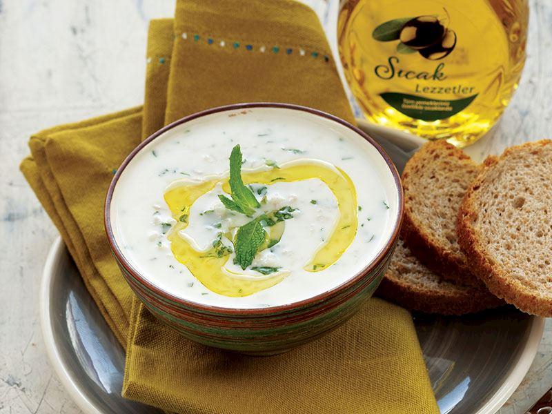 Taze Otlu Yoğurt Çorbası