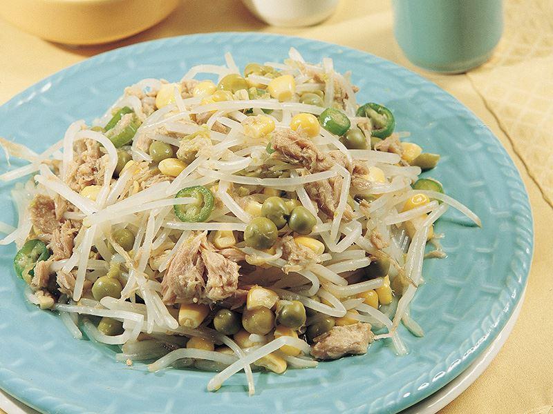 Ton Balıklı Soya Filizi Salatası