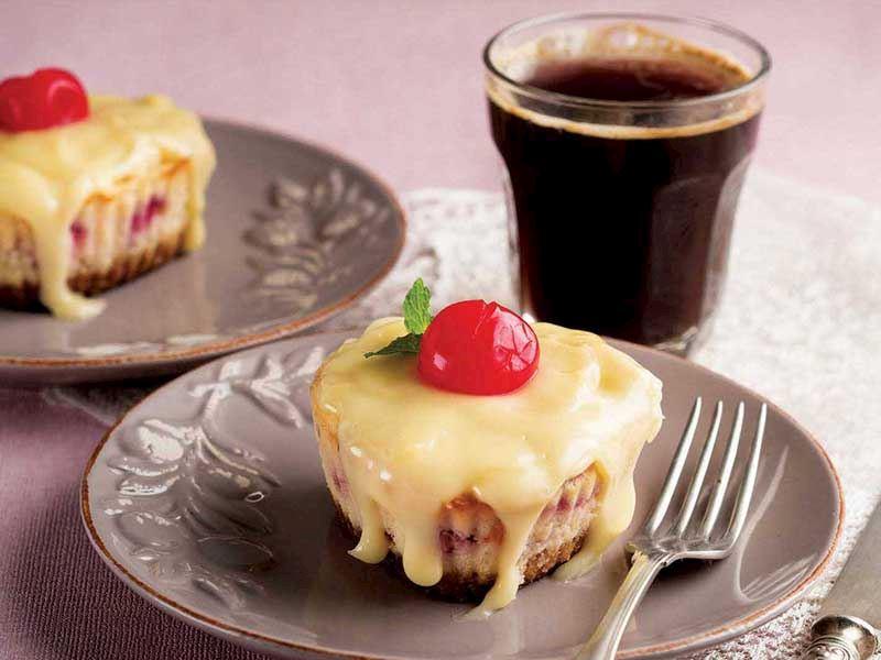 Vişneli mini pastalar