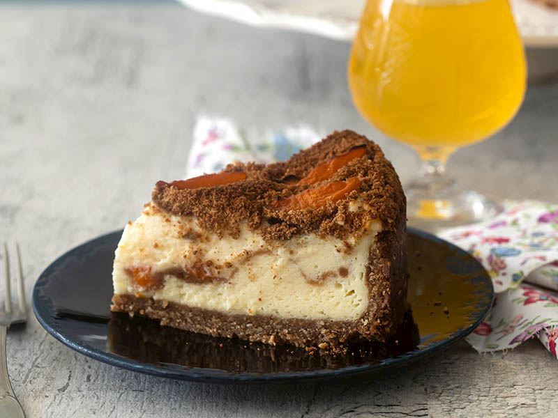 Yer fıstıklı ve kayısılı cheesecake