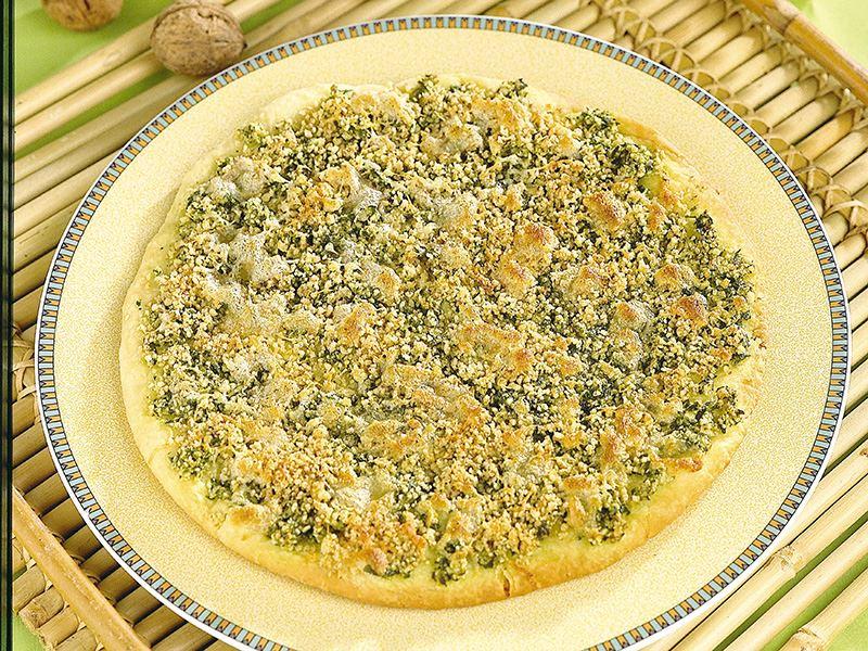 Yeşil Soslu Ve Cevizli Pizza