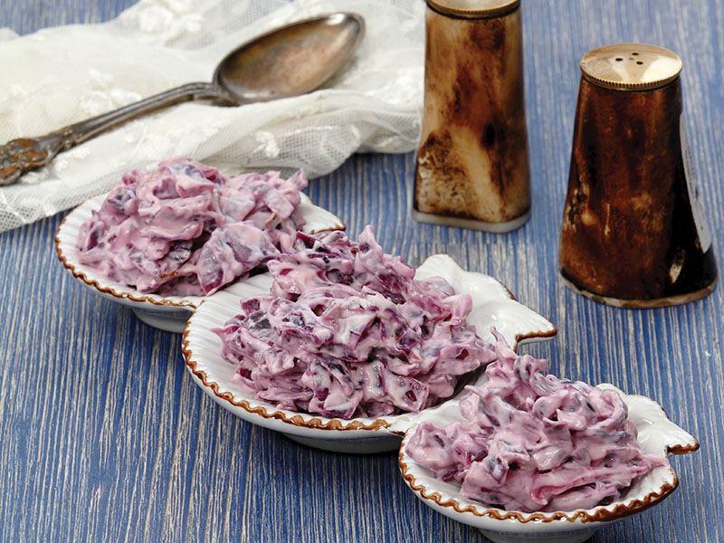 Yoğurtlu Ve Mayonezli Kırmızı Lahana Salatası