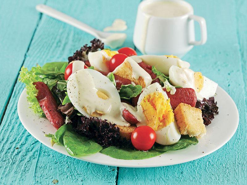 Yumurtalı Ve Sosisli Salata