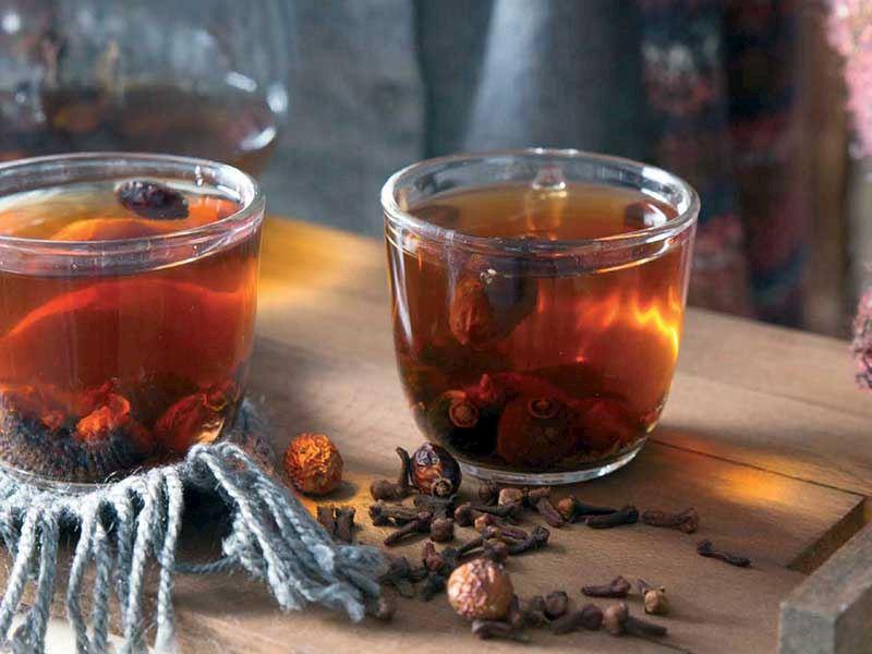 Zencefilli karanfilli kuşburnu çayı