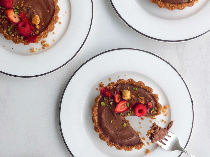 Kakaolu fındıklı tart (Şekersiz, glütensiz ve çiğ)